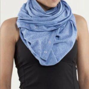 Ivivva Vinyasa scarf in light turquoise
